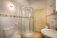 Ensuite at The White Hart Hotel, Eatery and Coffee House, Boston